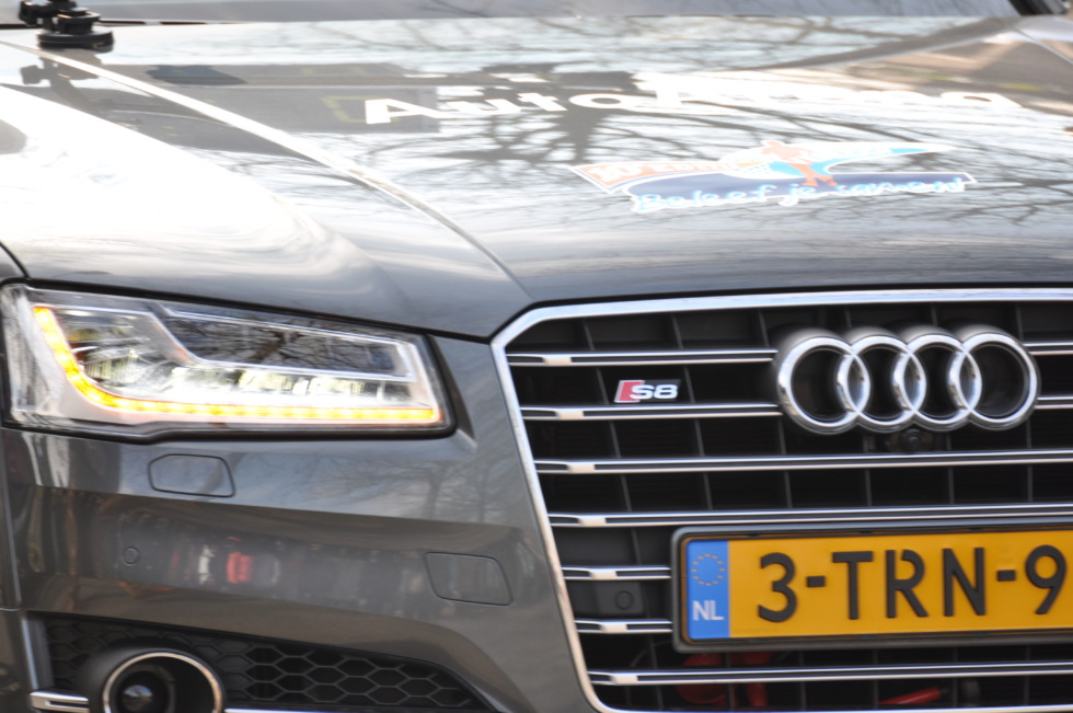 Audi S8 hood and grill details