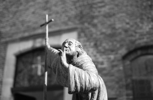Be quiet! - Priest sculpture in Venlo