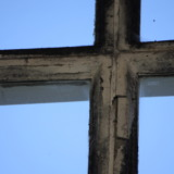 Cross build of mullion and transom of a window