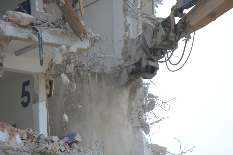 Grappler at deconstruction site