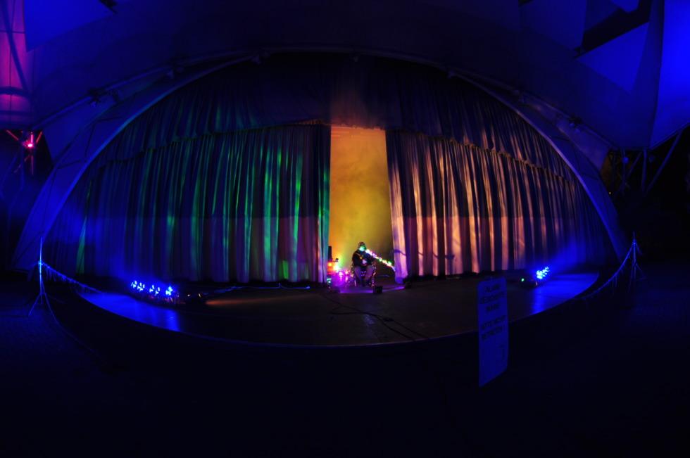 Artist plays in Gruga Park's music pavillion at Parkleuchten