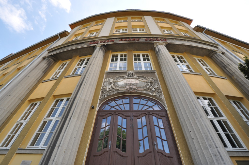 Entry to Wilhelm Raabe school