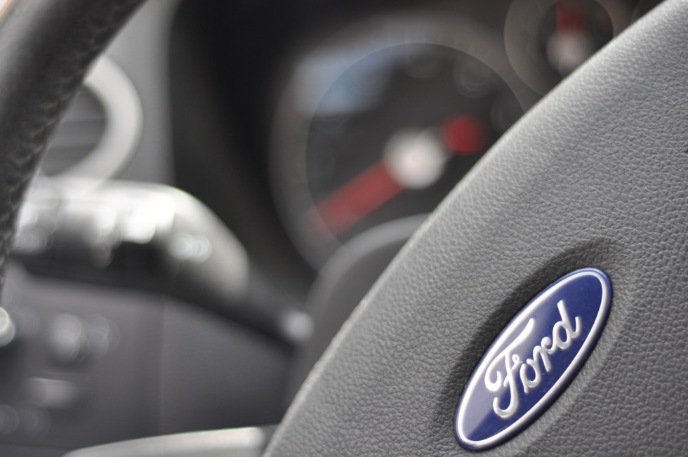 Ford Focus MK2 steering wheel in detail