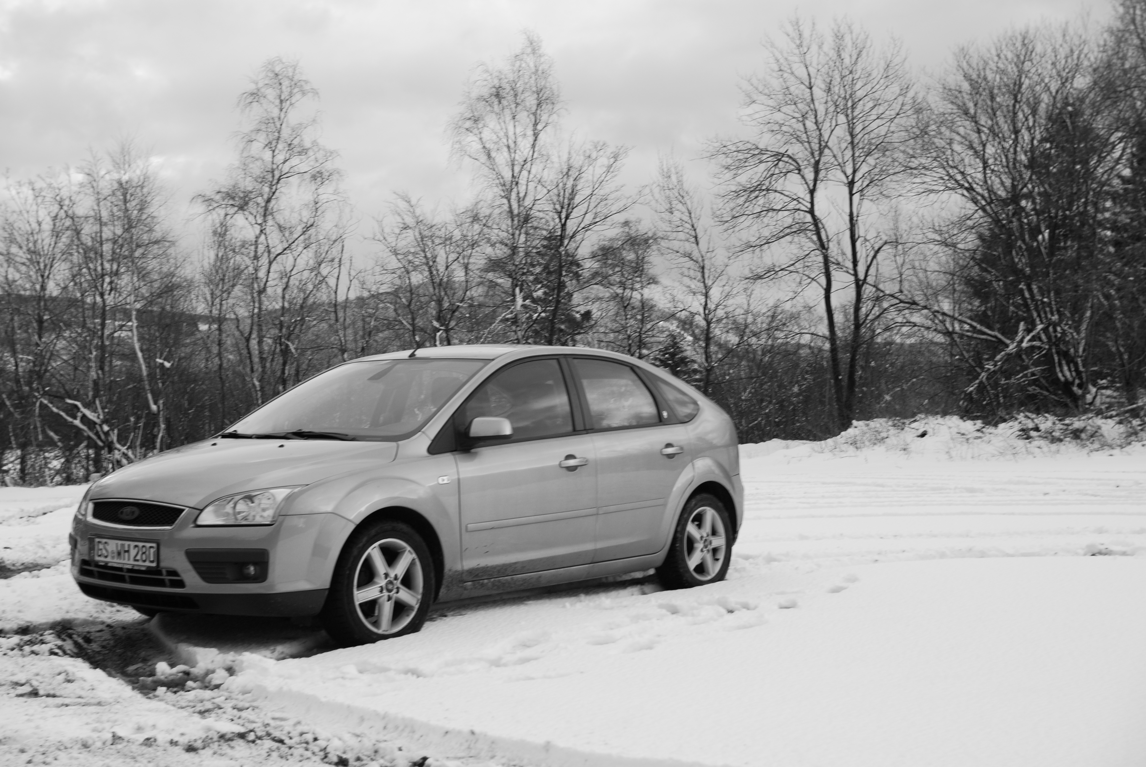 ford focus mk2 in snow. Black Bedroom Furniture Sets. Home Design Ideas