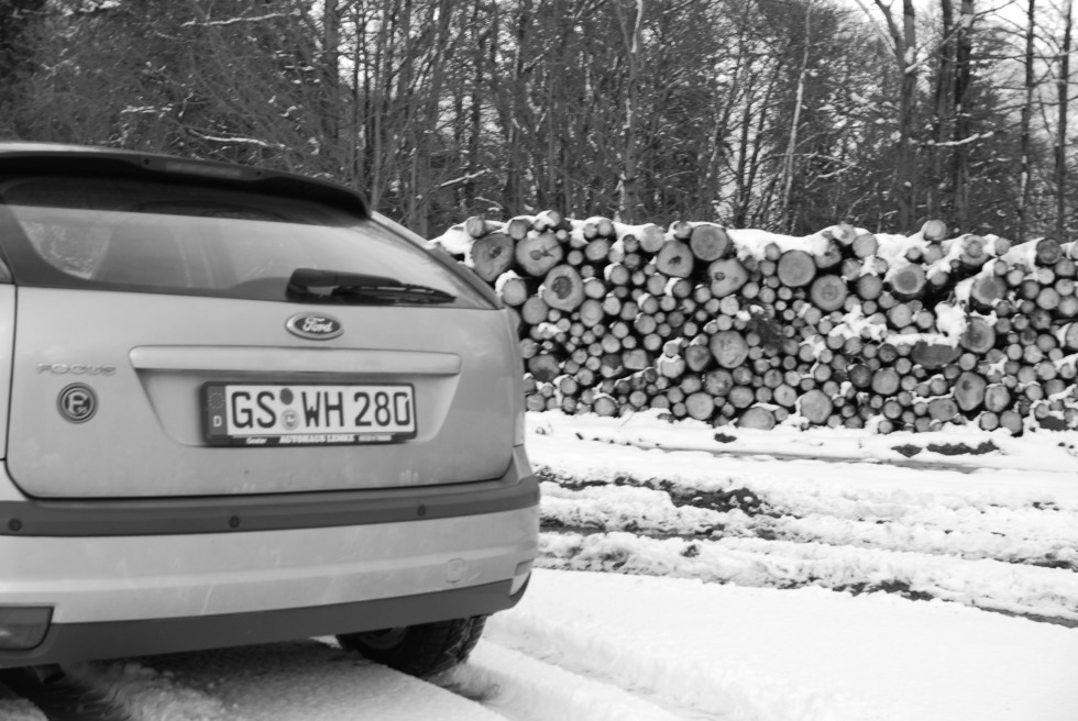 Ford Focus MK2 rear view in snow