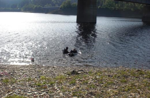 Divers in Okertalsperre reservoir