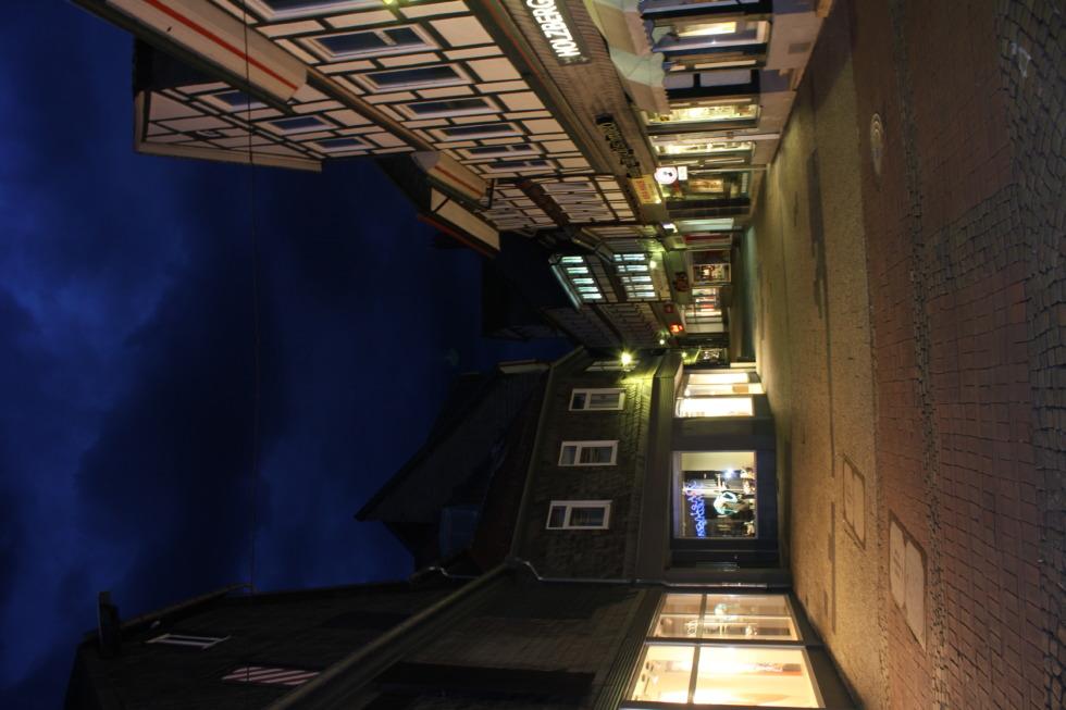 Hokenstraße at night