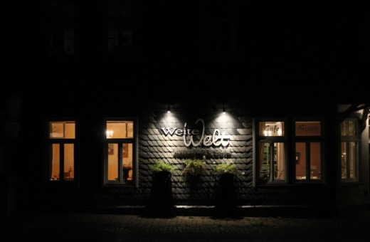 "Restaurant ""Weite Welt"" in Goslar at night"