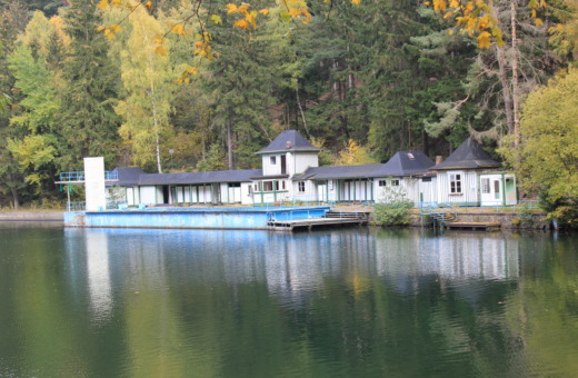 Shuttered open-air bath Herzberger Teich