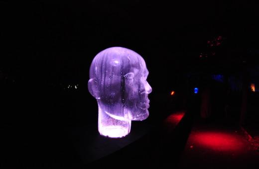 Glassy head sculpture at Parkleuchten