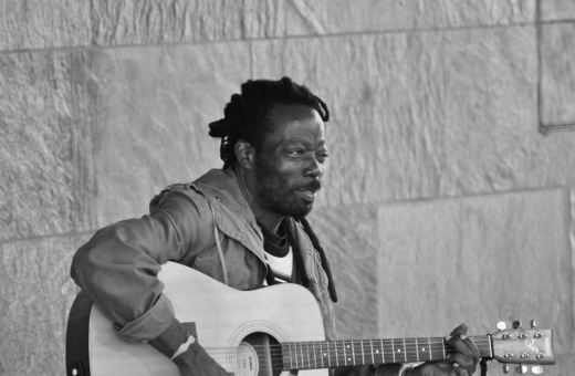 Afro-american playing the guitar in Cologne
