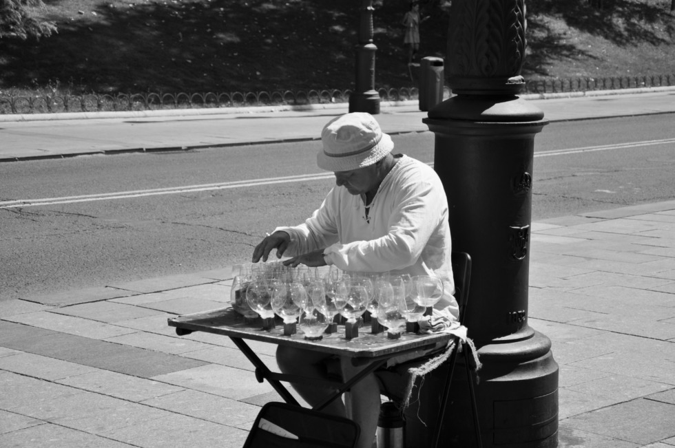 Street musician playing the wine glasses