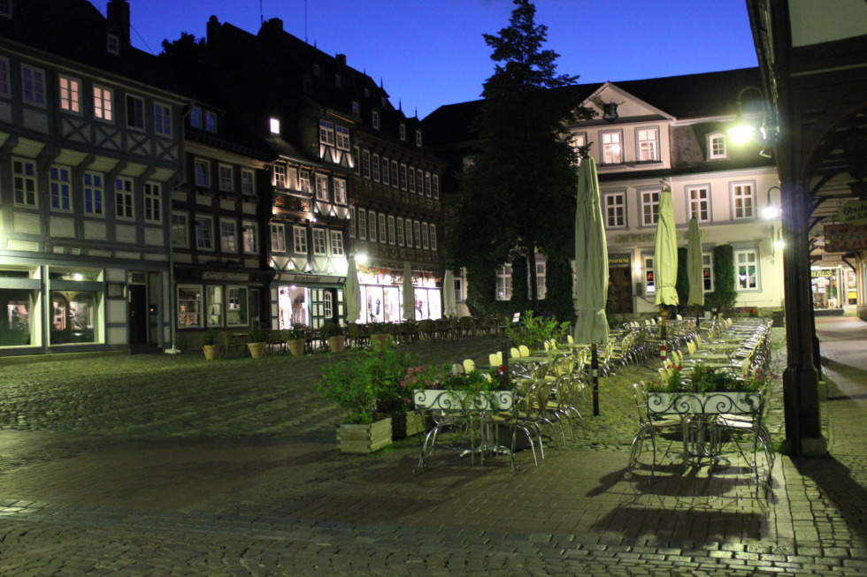 Schuhhof in Goslar at night