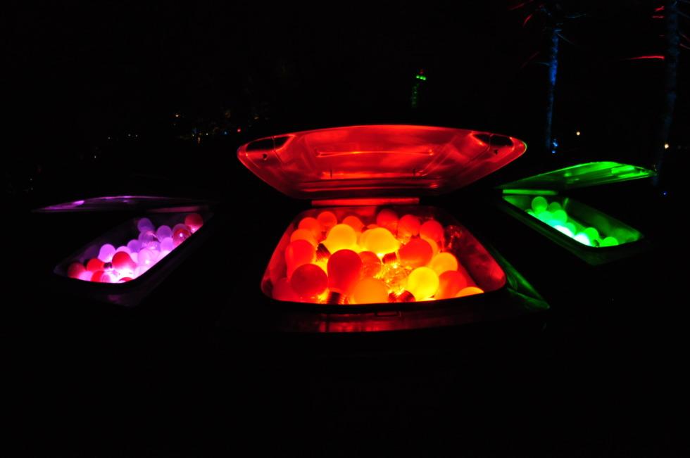 Glowing lightbulbs in three colorways